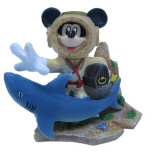 penn-plax-mickey-mouse-with-treasure-chest-mmcr1